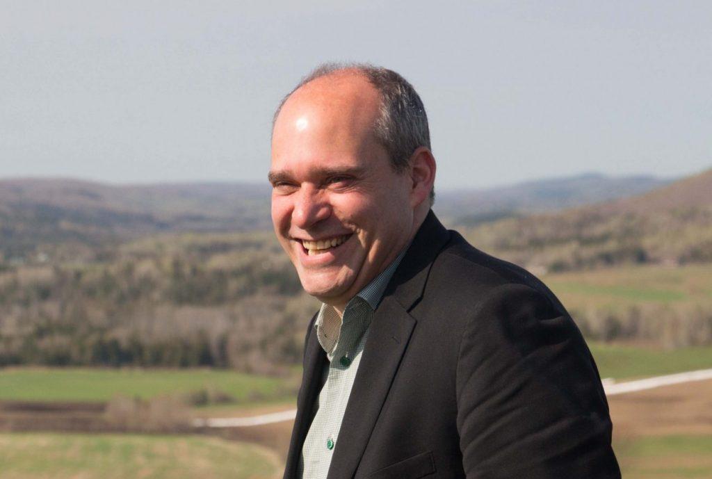 Guy Caron est officiellement candidat à la mairie de Rimouski