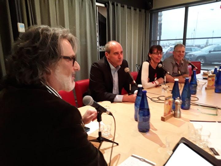 Guy Caron, Chantal Pilon et Jocelyn Rioux, lors de la table ronde organisée avec le Richard Daigle, du journal le soir, à l'extrême-gauche. (photo: journallesoir.ca, Pierre Michaud)