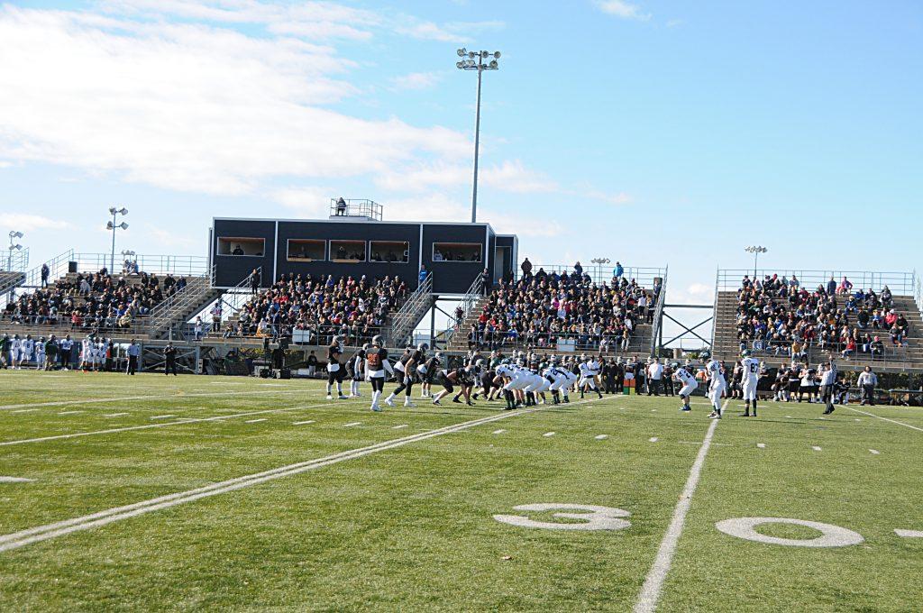 Le football scolaire permet de former une relève pour les Pionniers du Cégep de Rimouski.