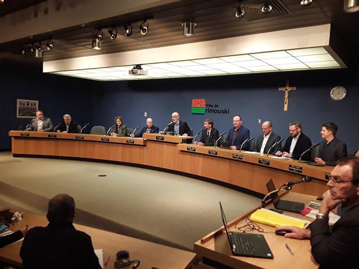 Le conseil municipal, lors de son assemblée, mardi. (Photo: journallesoir.ca, Pierre Michaud)