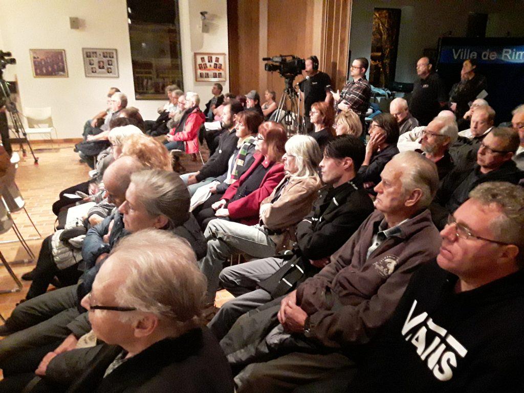 Une scène de l'assemblée d'hier soir (lundi). (Photo: journallesoir.ca, Pierre Michaud)