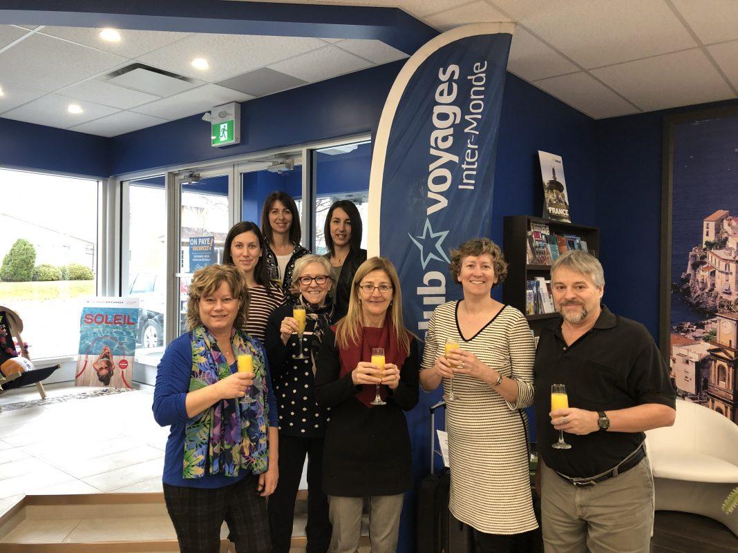 L'équipe de Club Voyages Inter Monde a célébré la nouvelle, vendredi. (Photo : courtoisie Anick de Courval)