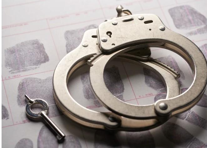Deux individus arrêtés pour deux introductions par effraction et vols