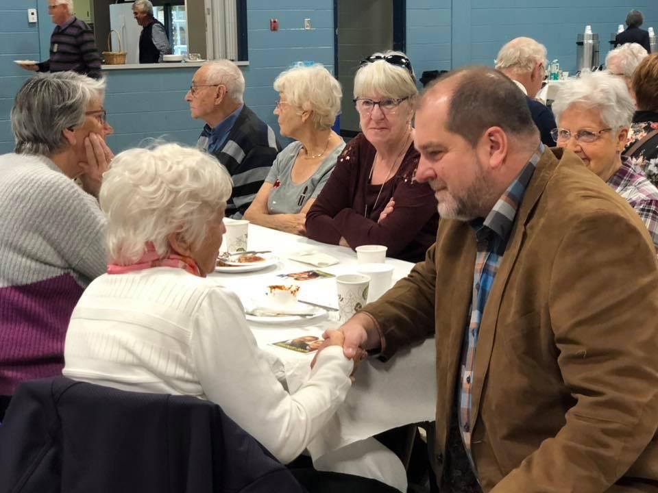 À la recherche de solutions pour mieux aider les aînés