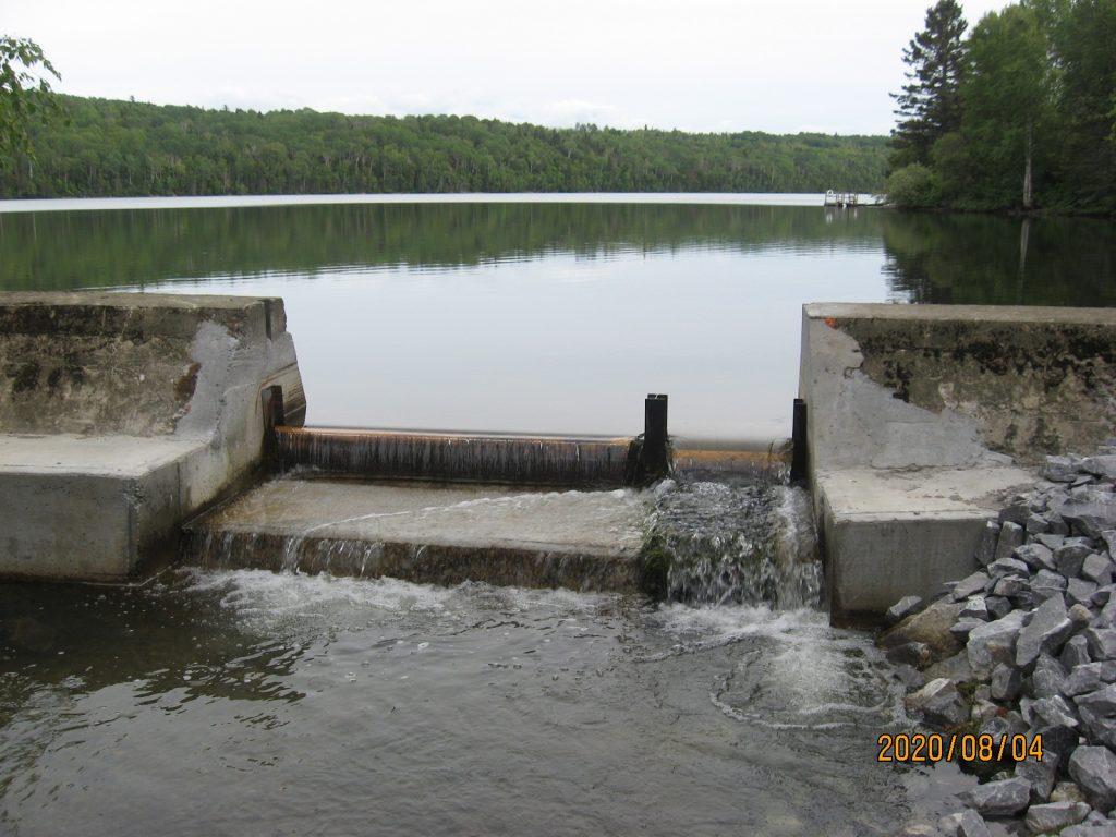 Une modification au barrage fait baisser le niveau d'eau du Lac à l'Anguille