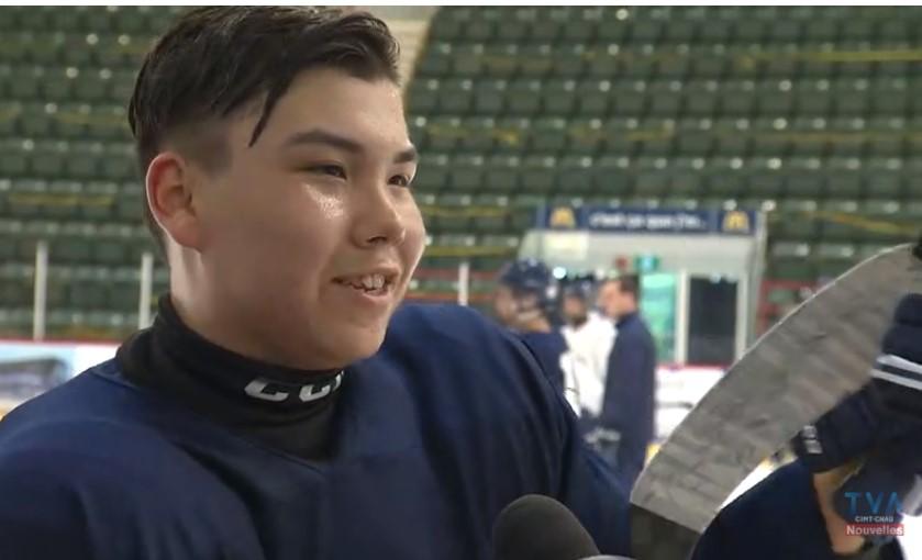 Un jeune hockeyeur fier de tracer la voie pour les micmacs