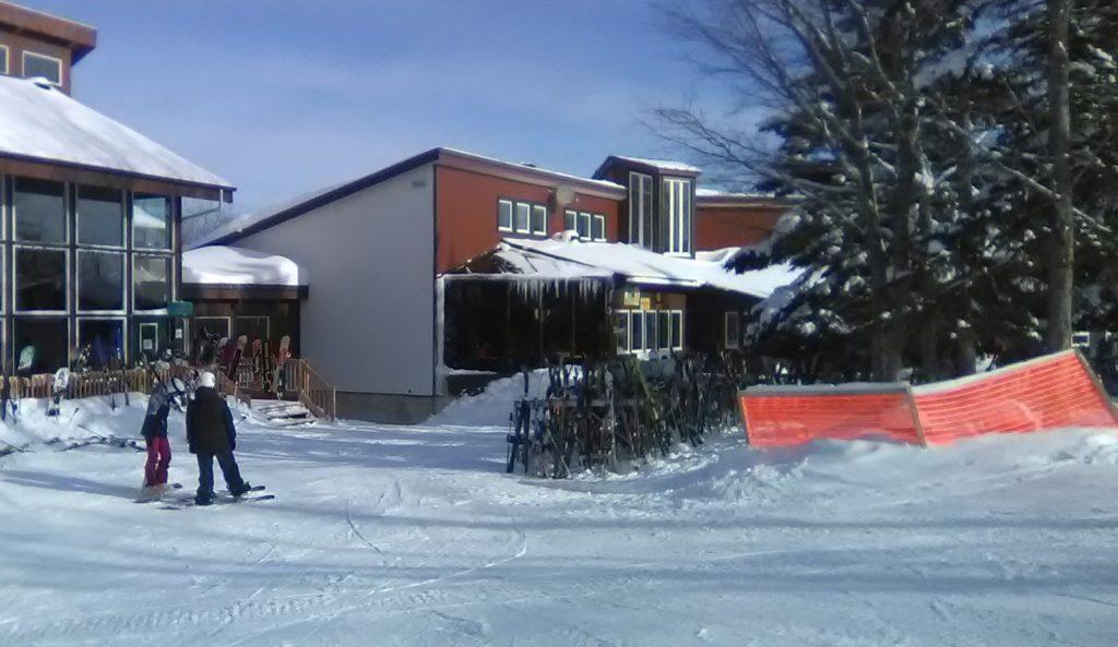 Bazar d'accessoires de ski au Parc du Mont-Comi