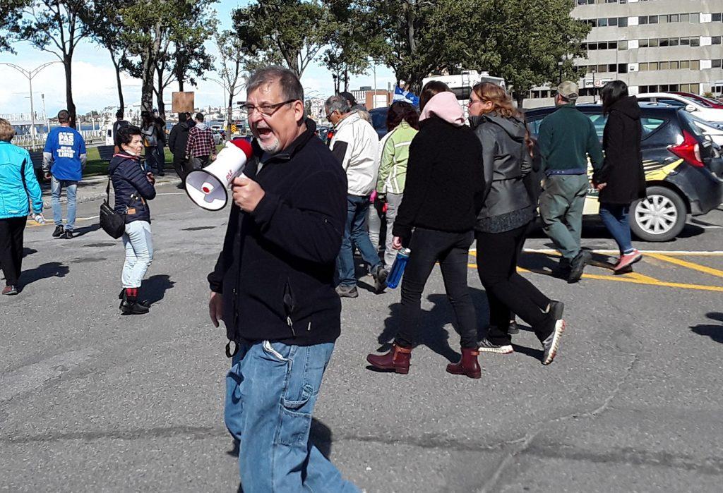 Le ton monte entre manifestants anti-mesures et citoyens