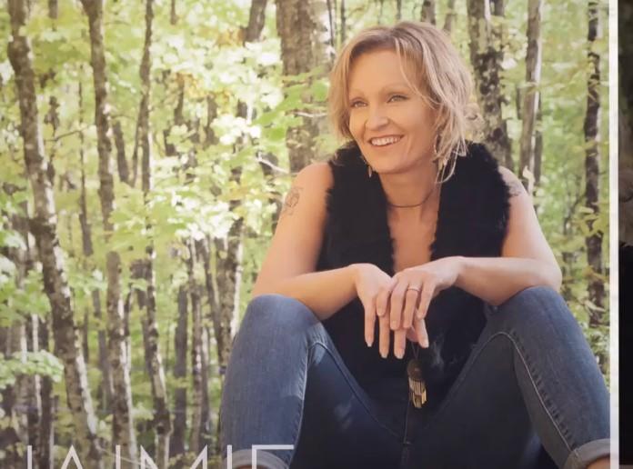 Une maman et éducatrice du Témis est aussi chanteuse country à ses heures!