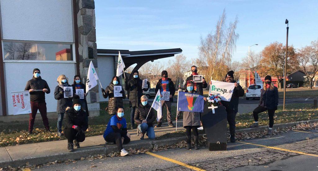 Les employés de soutien des écoles manifestent leur mécontentement