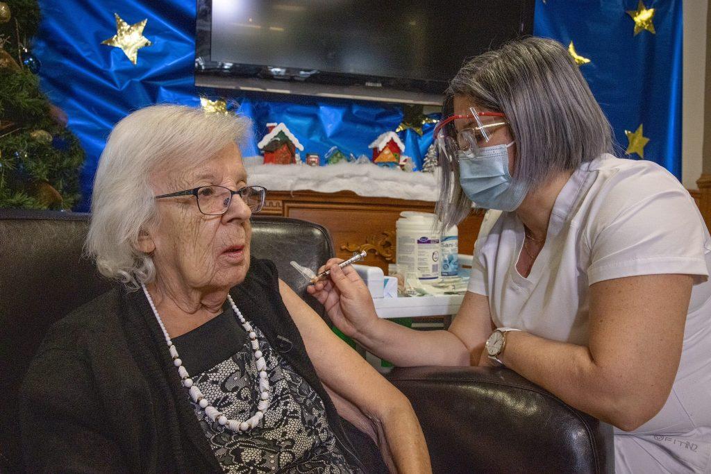 Les proches invités à prendre rendez-vous pour la vaccination des 85 ans et plus