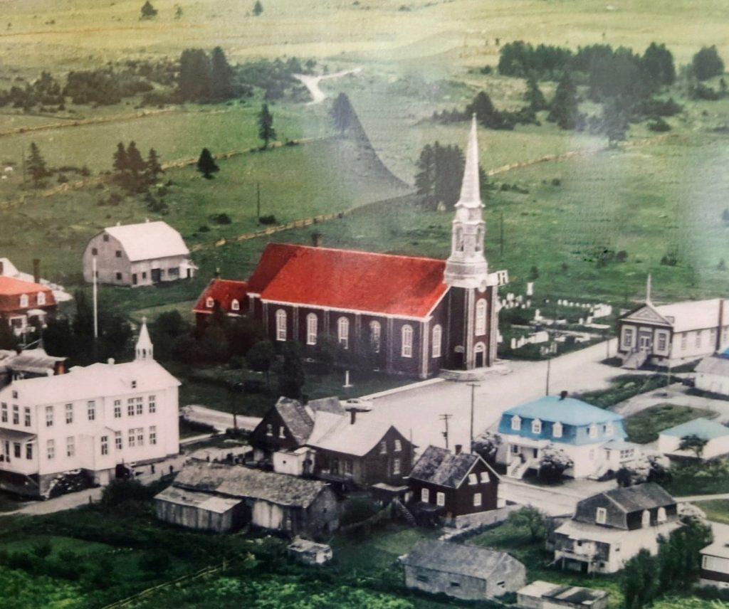 L'église et le presbytère de Sacré-Coeur
