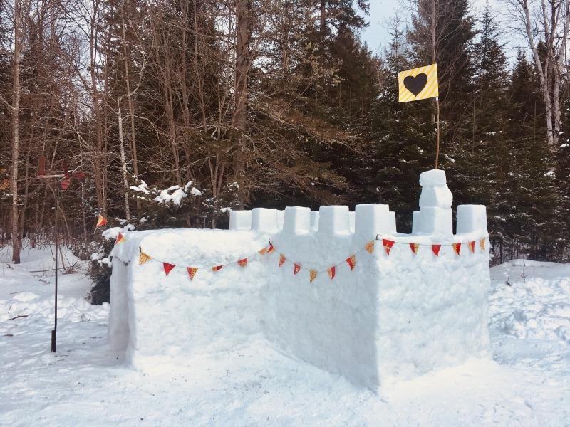 Bien vivre l'hiver en se construisant un château