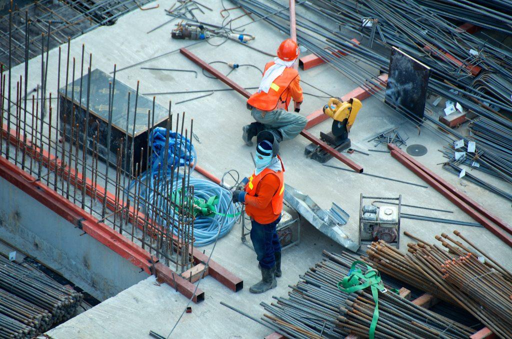 Des cas de non-respect des consignes en construction et dans le manufacturier