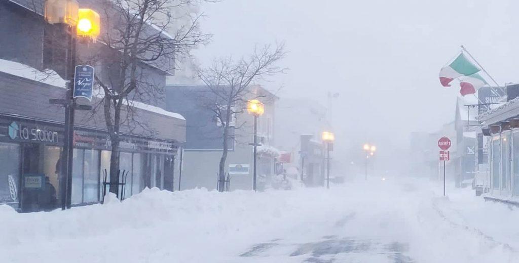 La tempête paralyse l'Est du Québec