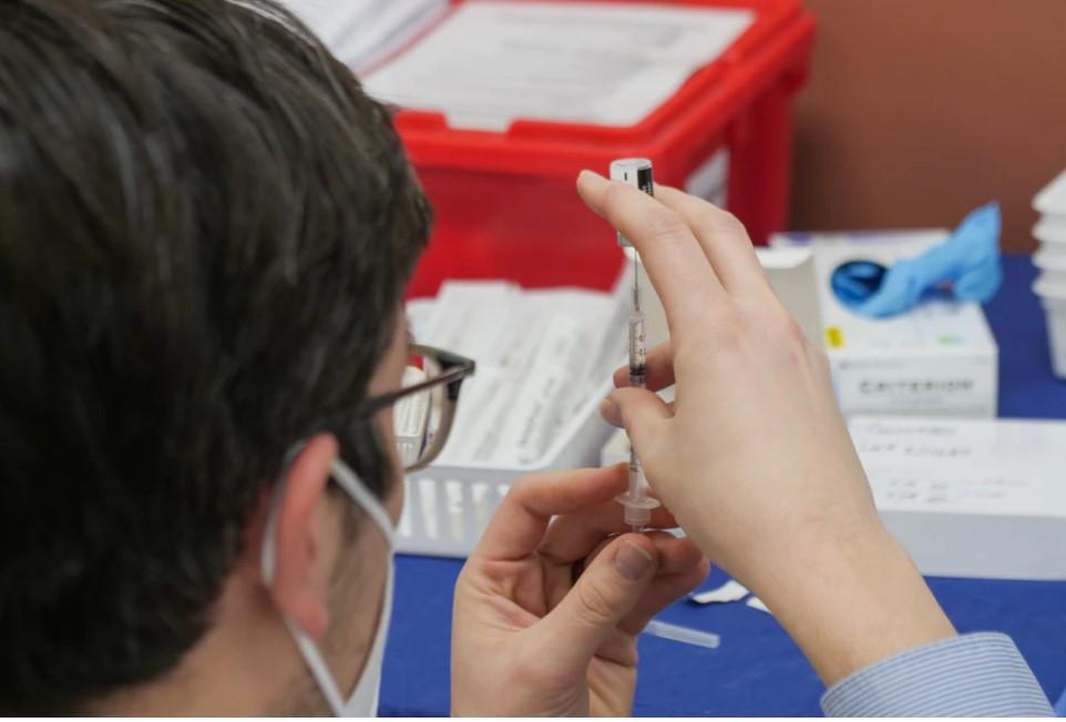 Le Parti Québécois demande qu'on vaccine les aînés vulnérables à domicile