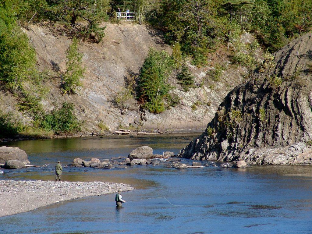 Des pêcheurs de saumon sur la rivière Rimouski. Photo gracieuseté de la ZEC Saumon Rimouski