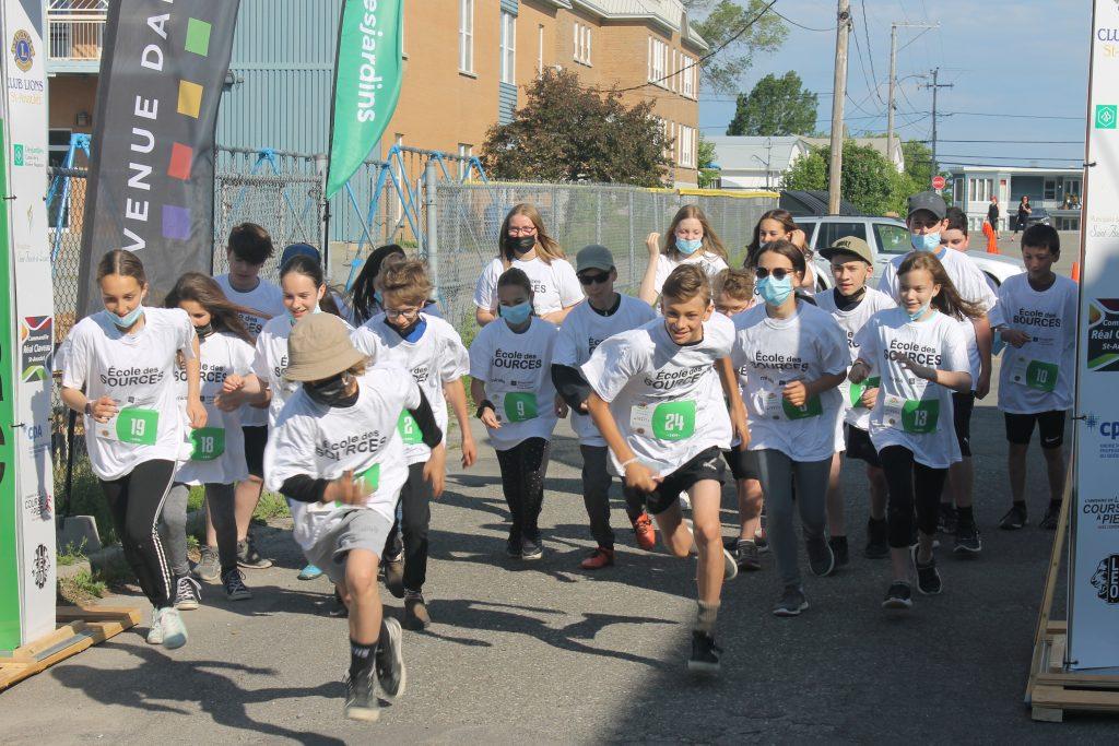 Une fin d'année mémorable pour 271 élèves de Saint-Anaclet