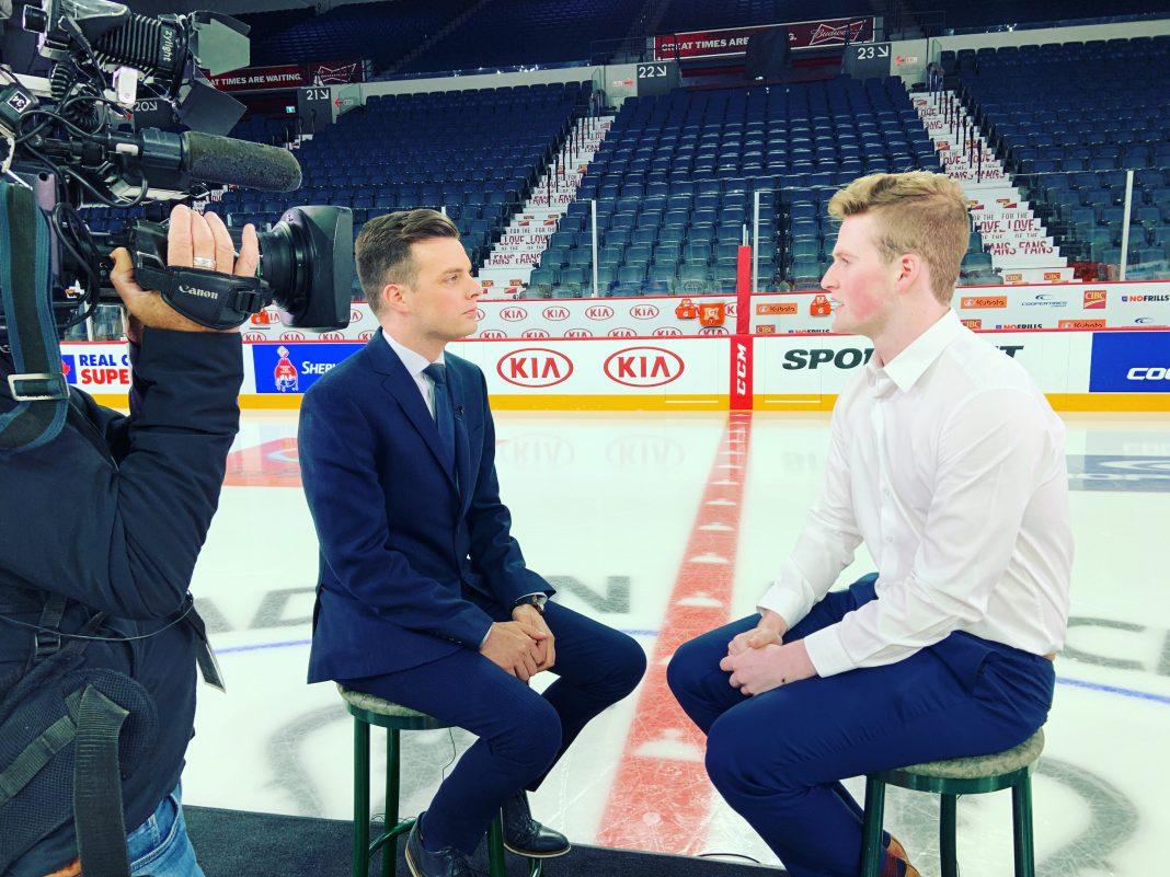Mikaël Lalancette en compagnie d'un hockeyeur bien connu des Rimouskois, l'ex-Océanic Alexis Lafrenière. (Photo: courtoisie)