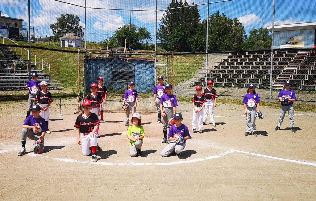 Un samedi de baseball féminin au Témiscouata