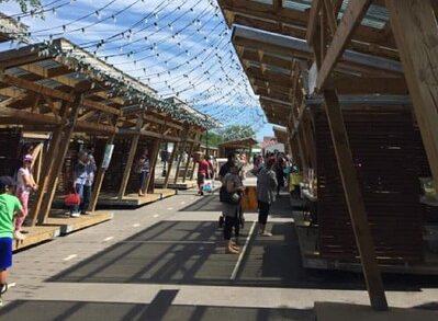 Un marché public d'artisans au Parc de la Gare de Rimouski